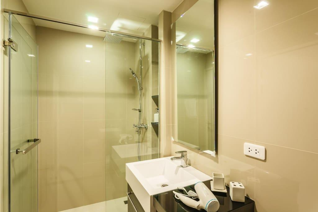 D263   Mountain View 7th Fl. Studio Central Patong