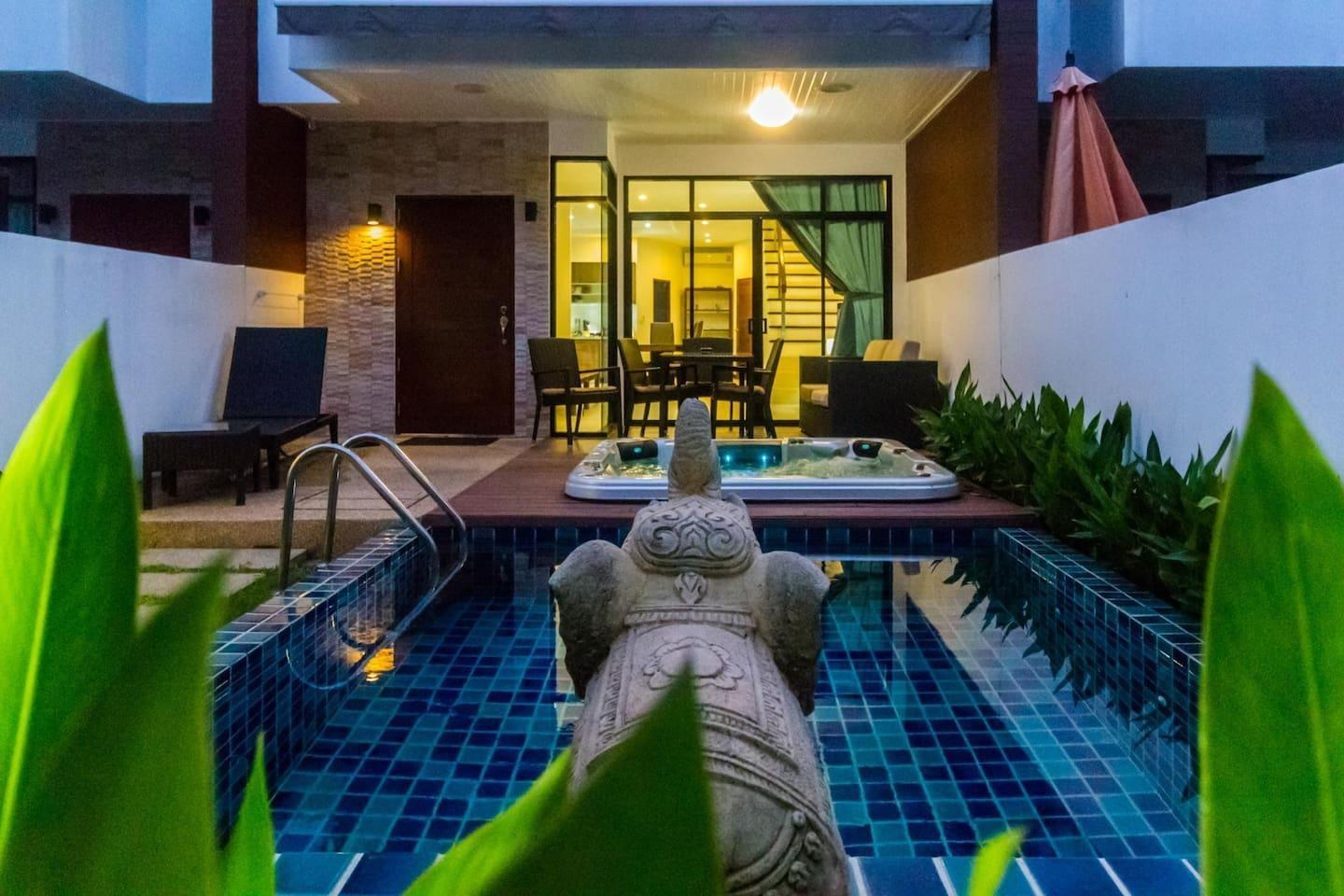 AP West 3   Pool And Jacuzzi In Kamala Holiday Home