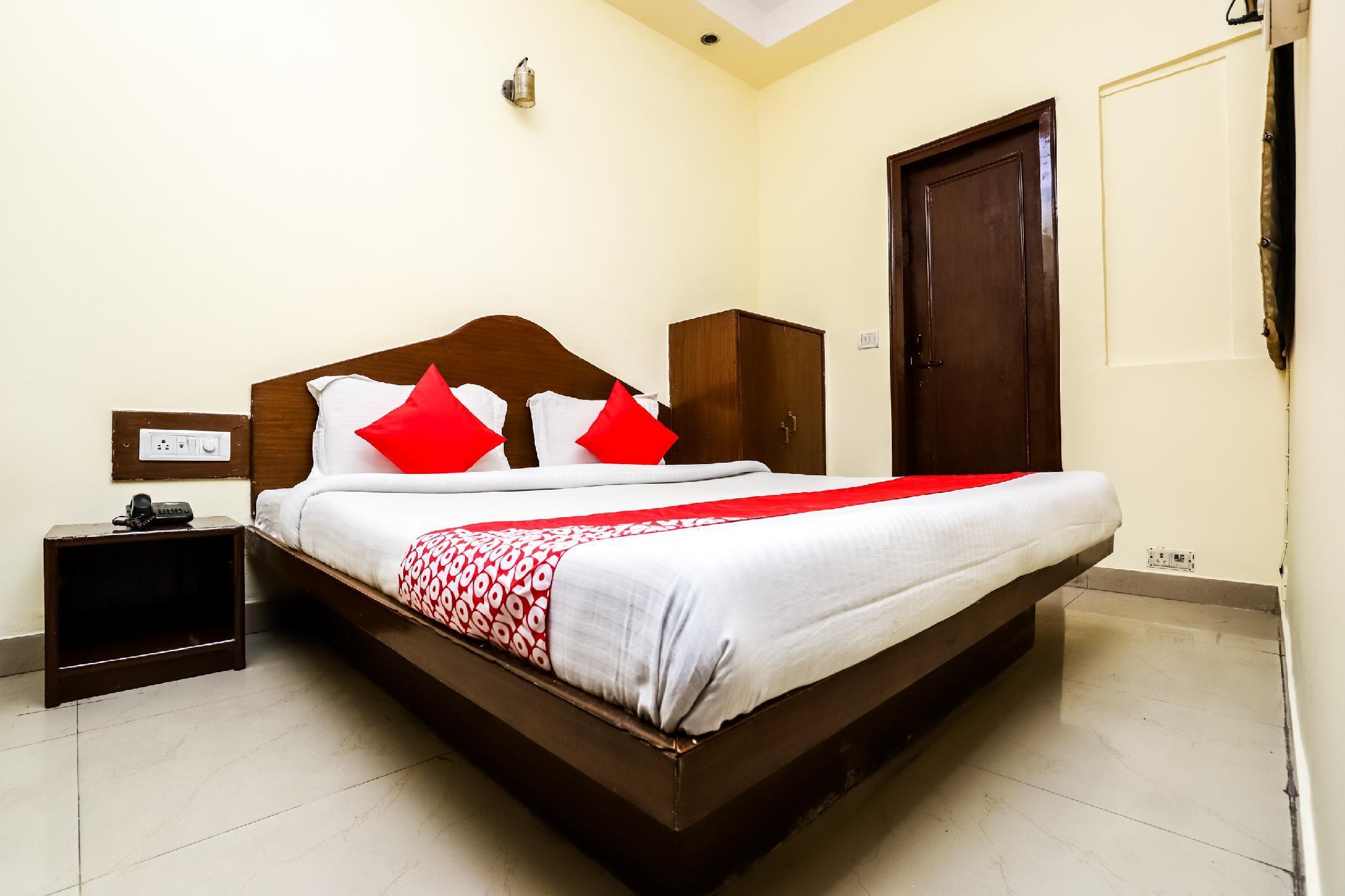 OYO 9448 Hotel Karan Palace