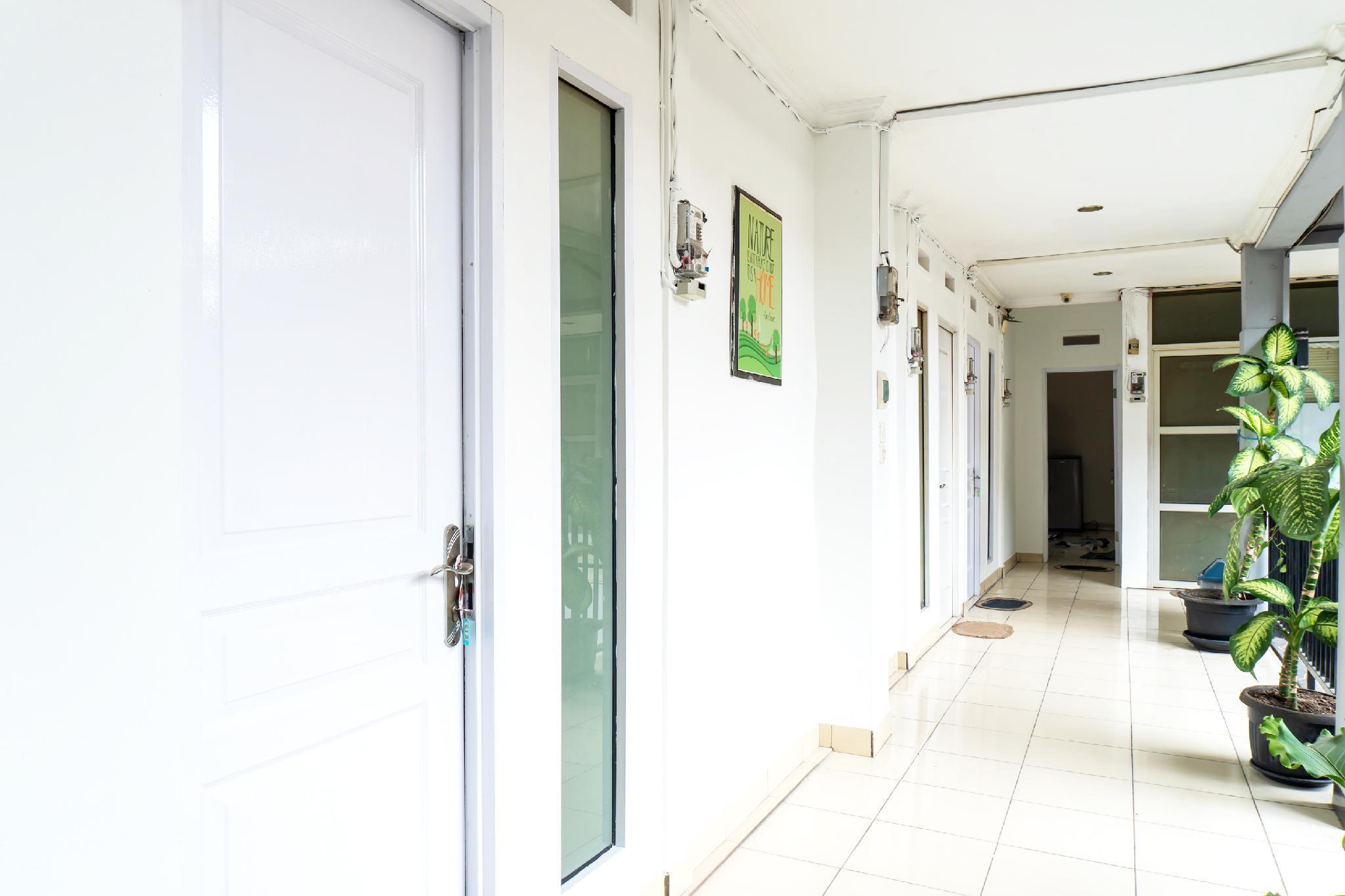 OYO 617 Sukaraja Residence