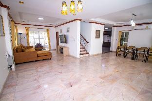 [パトン]ヴィラ(200m2)| 7ベッドルーム/7バスルーム Beautiful 7 bedroom pool villa in Patong Beach