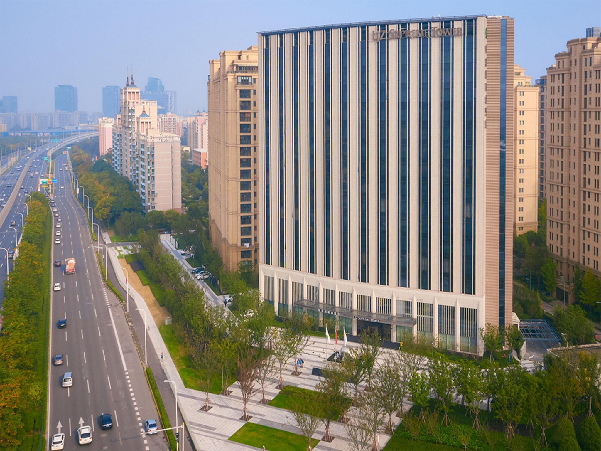 LJZ Supreme Tower Hotel