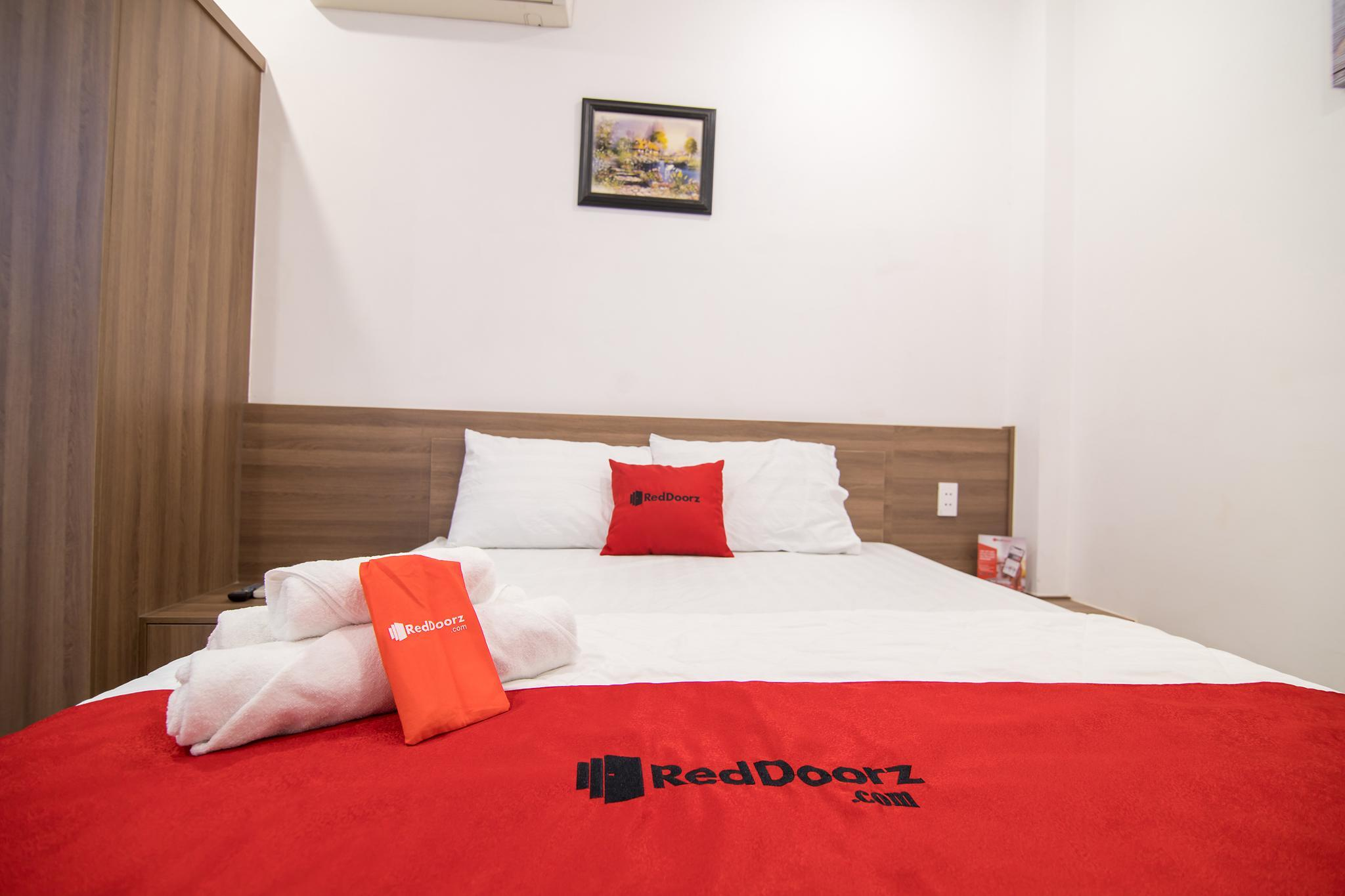 RedDoorz Plus Near Tan Dinh Market