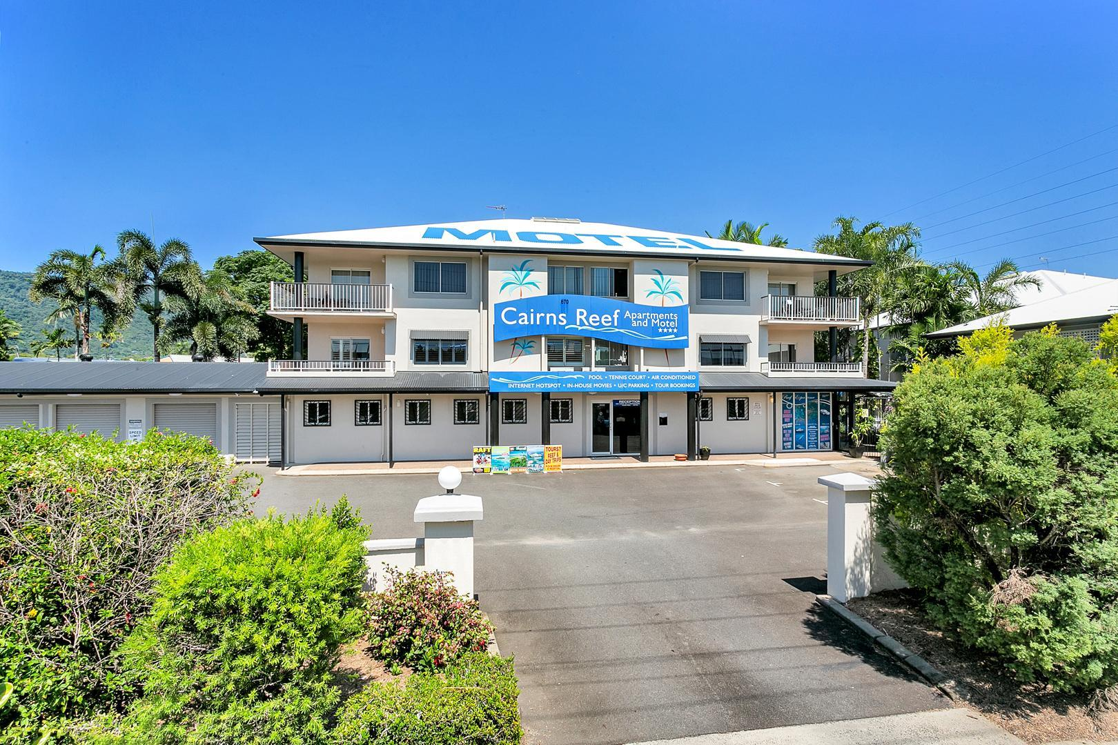 Cairns Reef Apartments & Motel