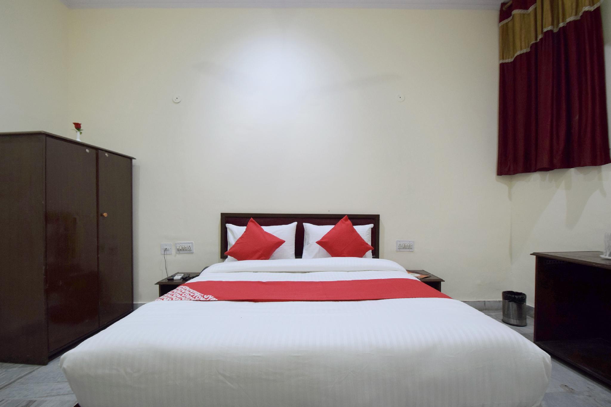 OYO 24936 Hotel C 9