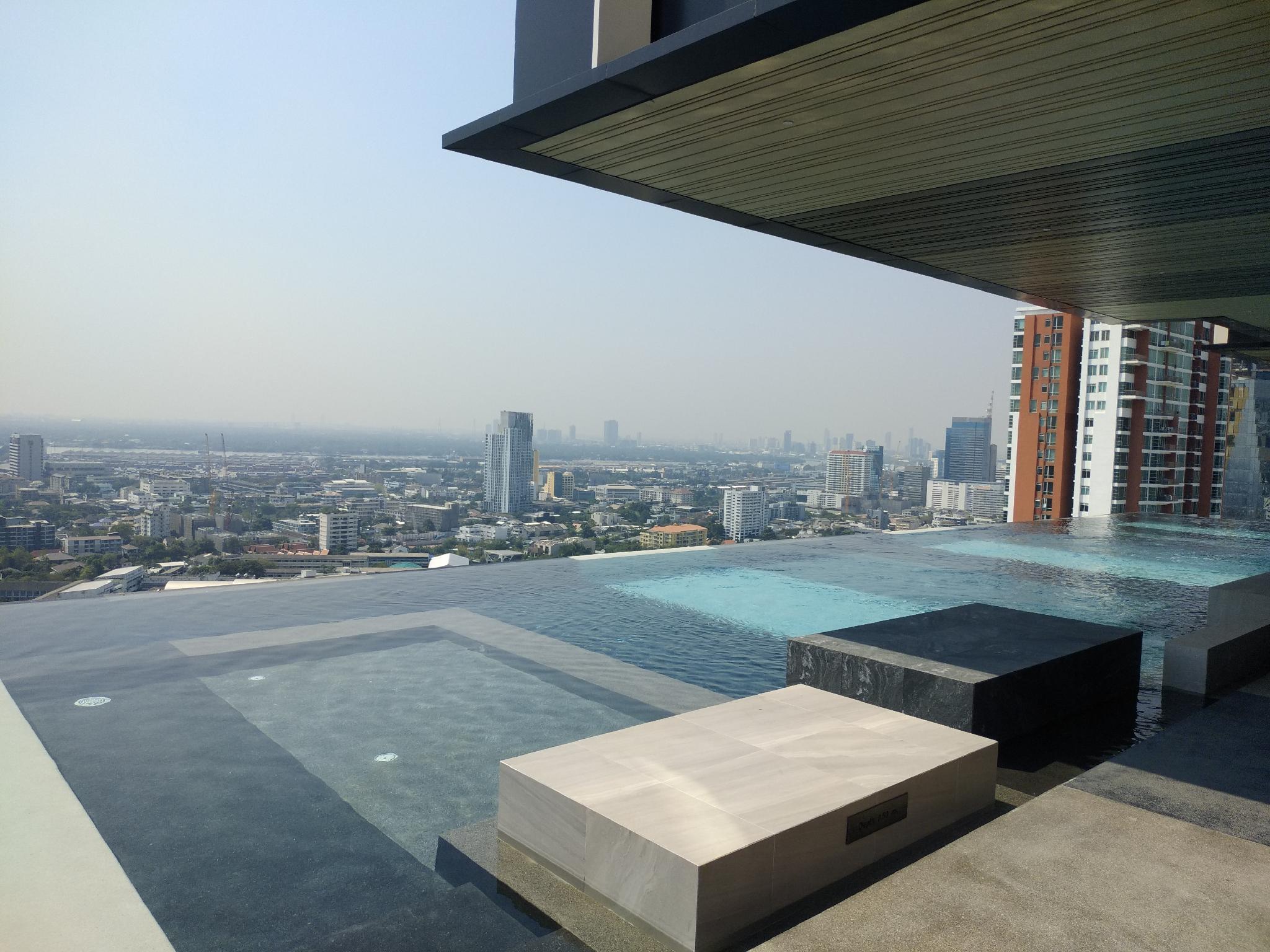 Infinity pool  gym luxury cozy condo@ BTS Ekkamai อพาร์ตเมนต์ 1 ห้องนอน 1 ห้องน้ำส่วนตัว ขนาด 36 ตร.ม. – สุขุมวิท