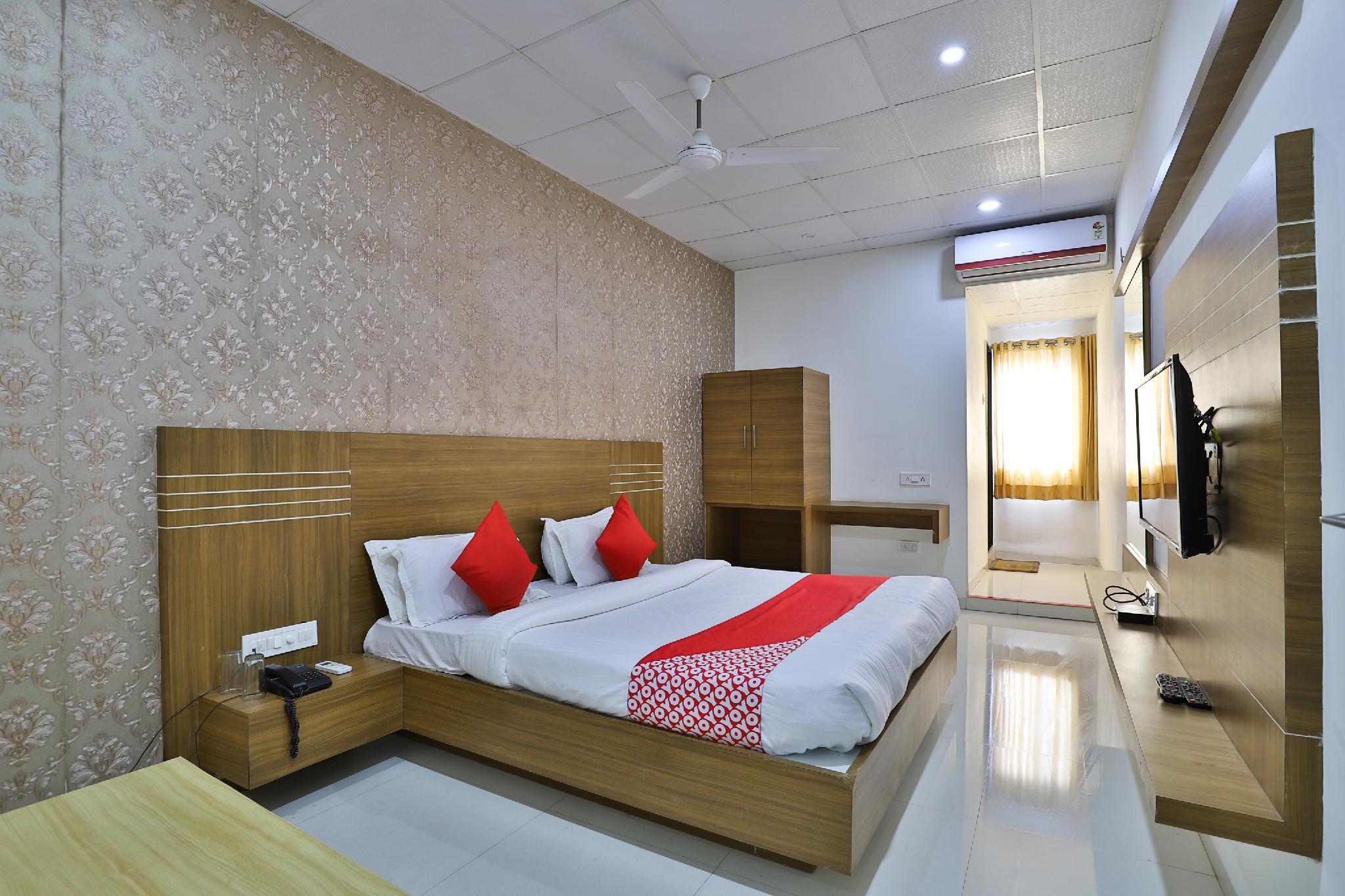 OYO 35809 Hotel Sheetal