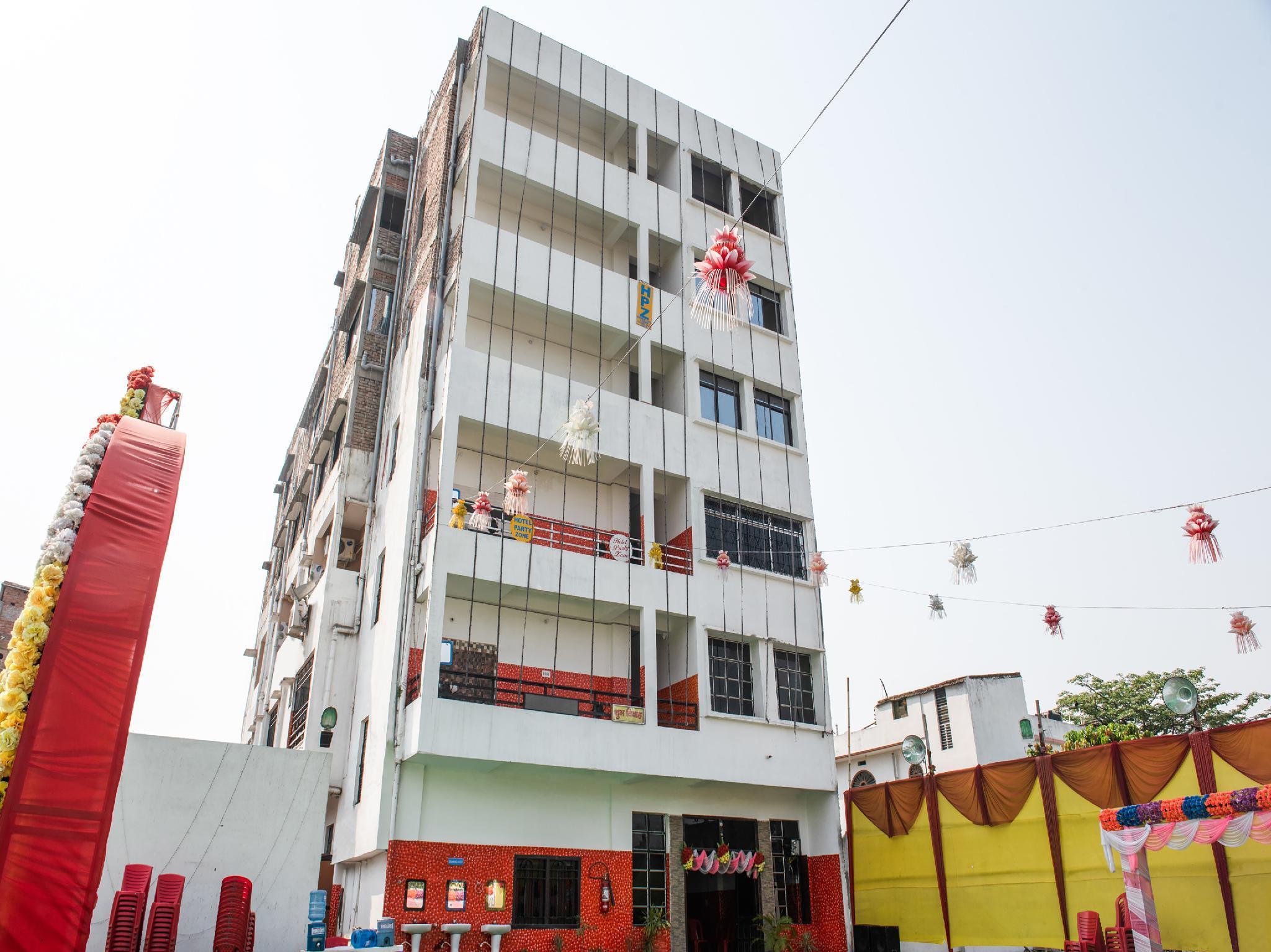 OYO 35616 Hotel Party Zone