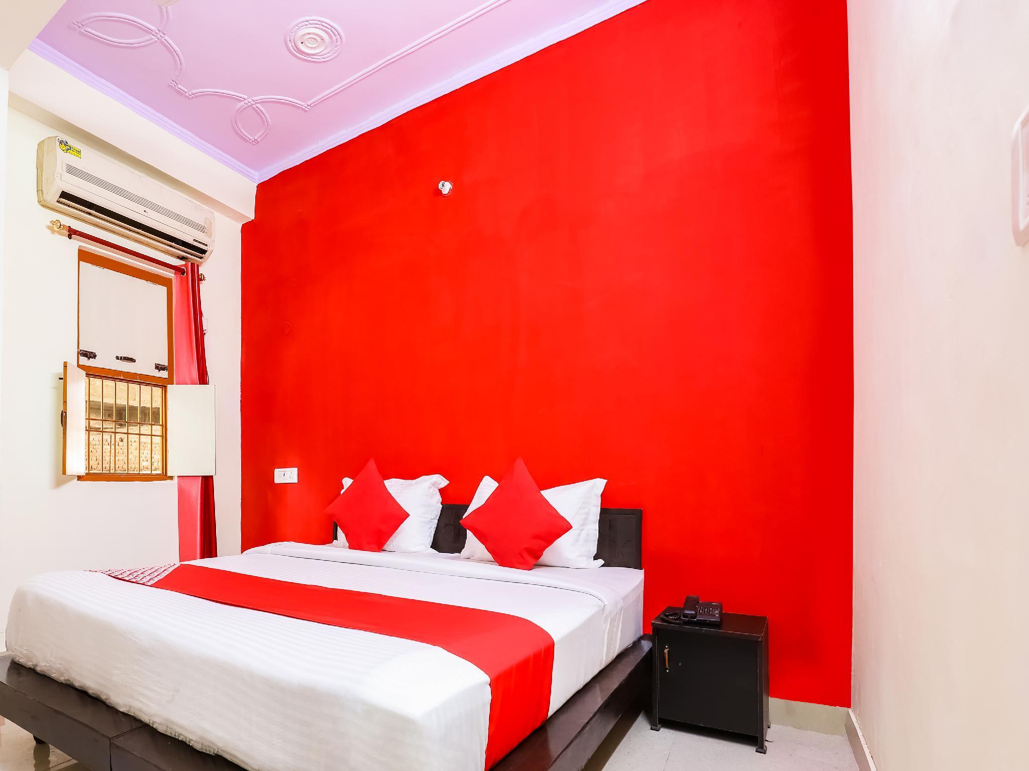 OYO 37728 Raghav Residency
