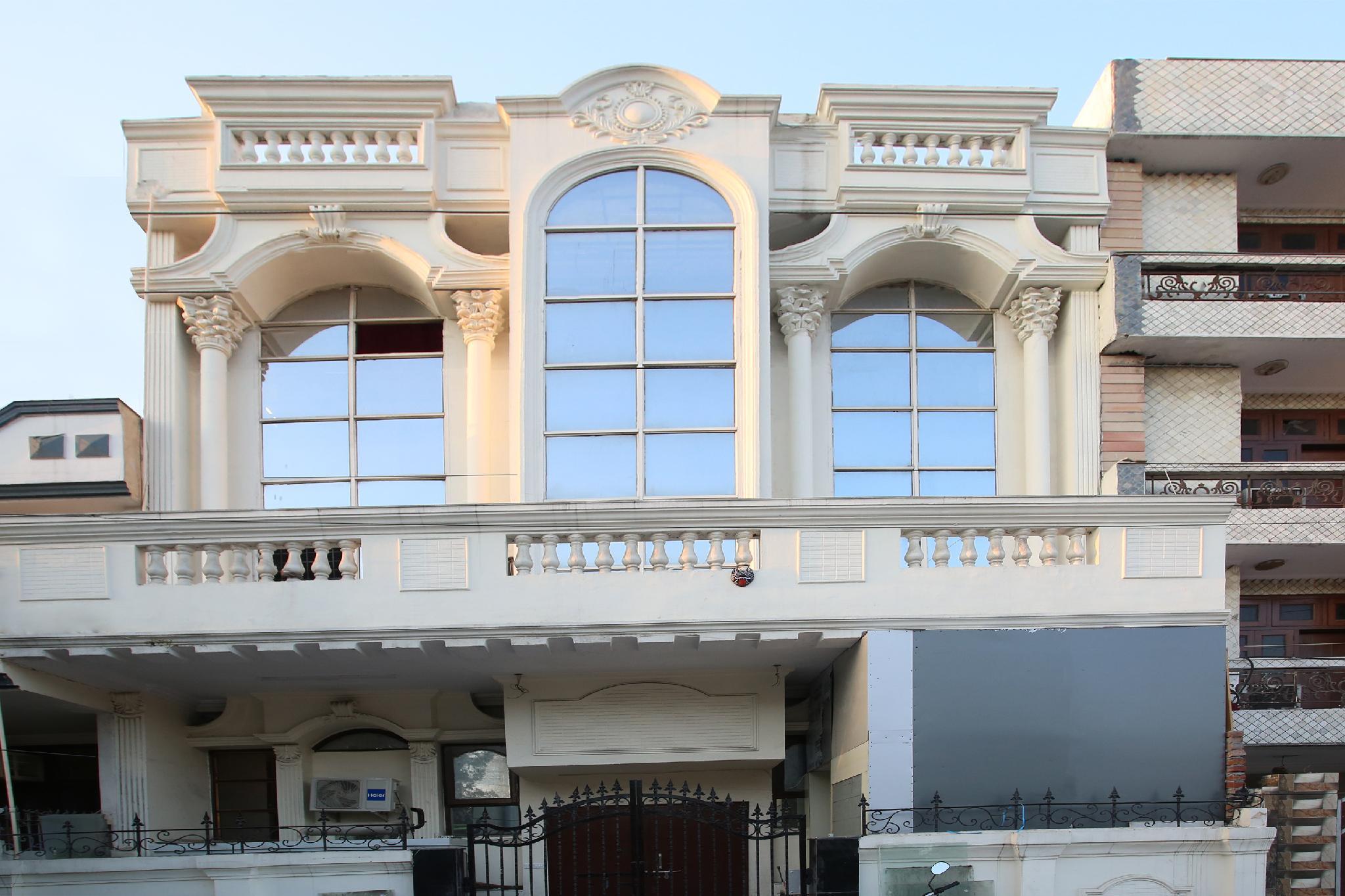 OYO 38417 Silver Villa