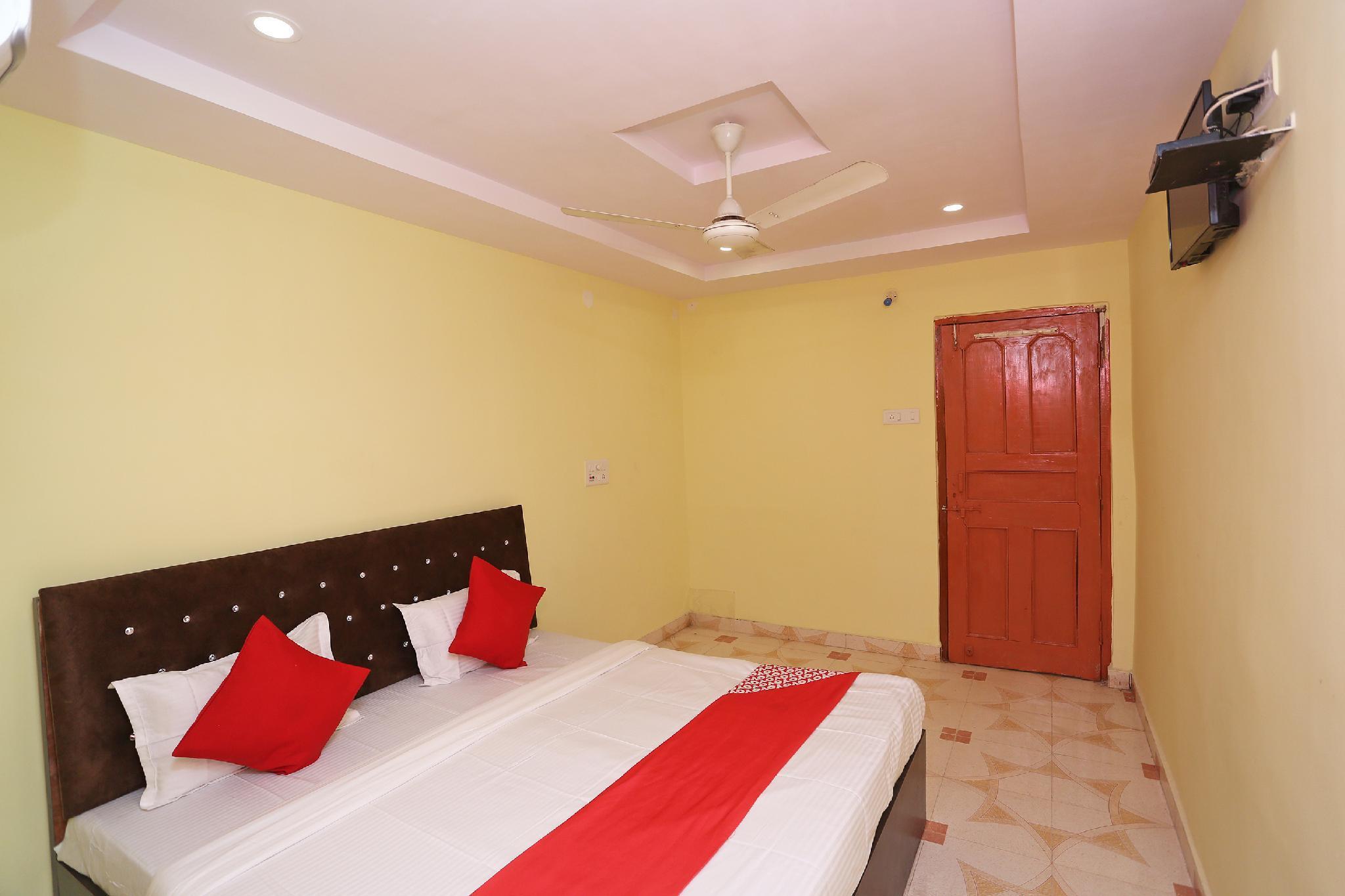 OYO 36667 Hotel Manoj