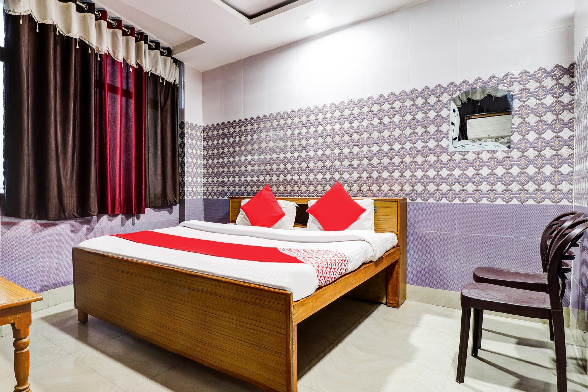 OYO 38649 Vishal Palace