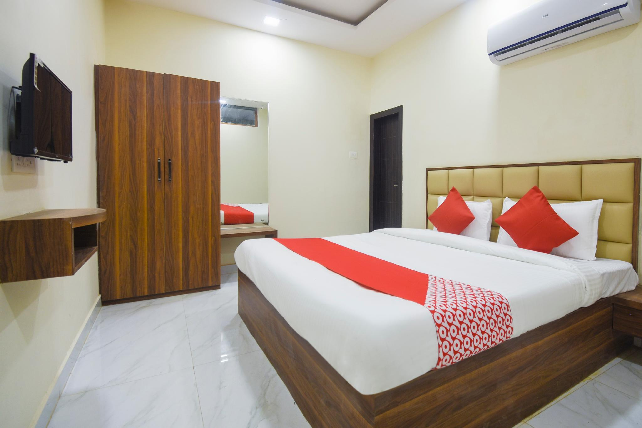 OYO 28789 Hotel Adarsh
