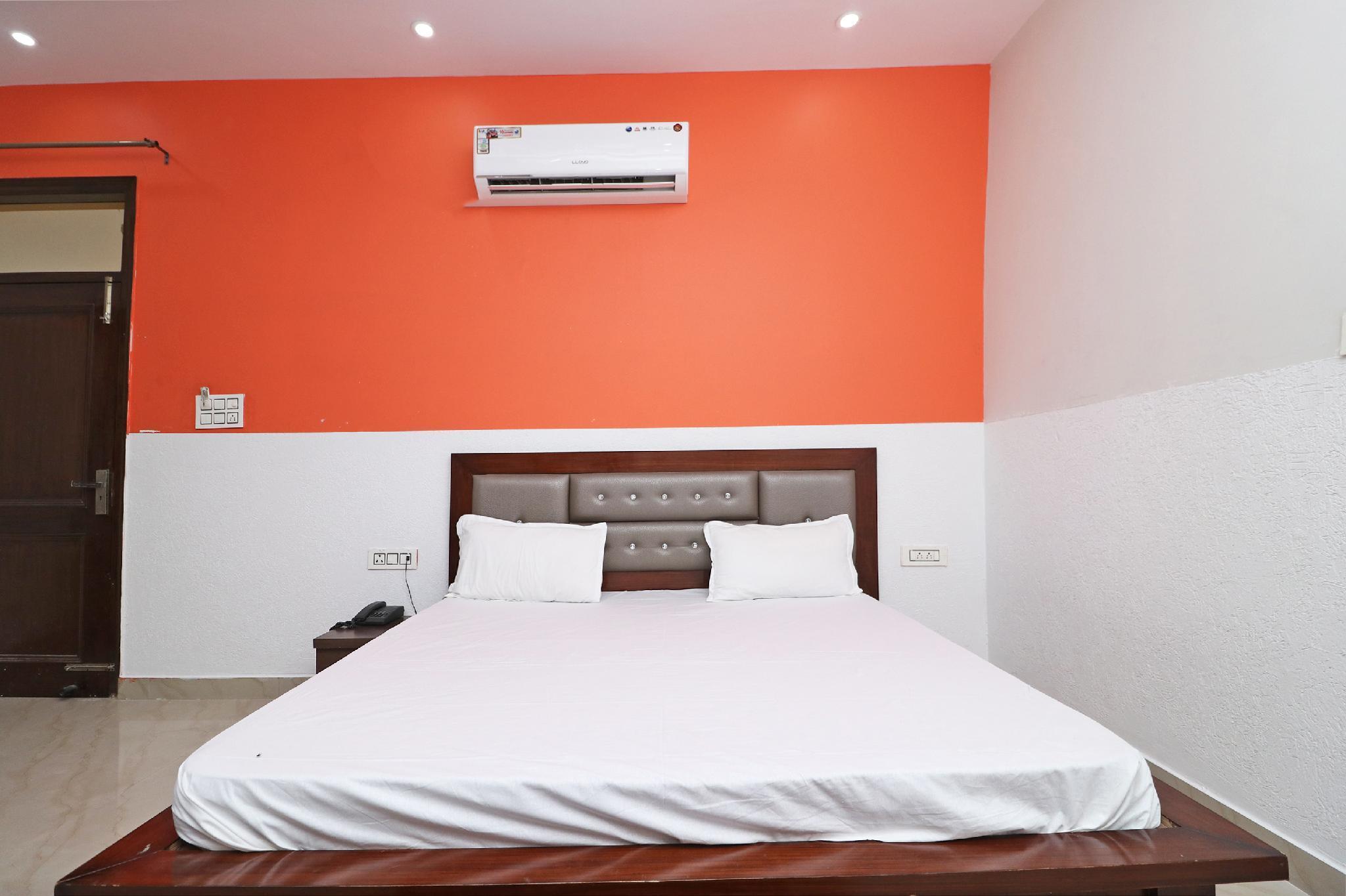 OYO 37345 Hotel Red Flag