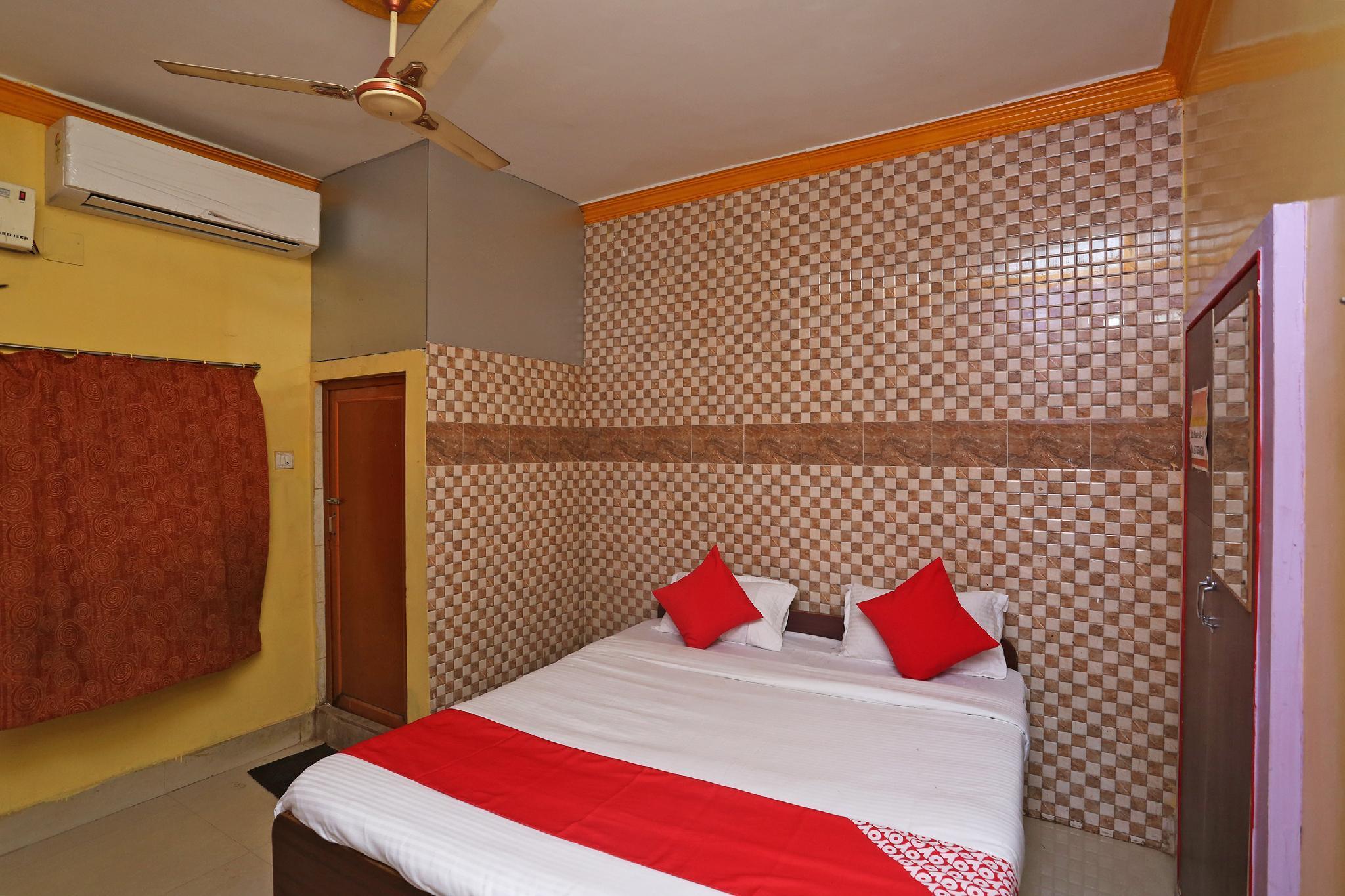OYO 37151 Dwarikamayee Lodge