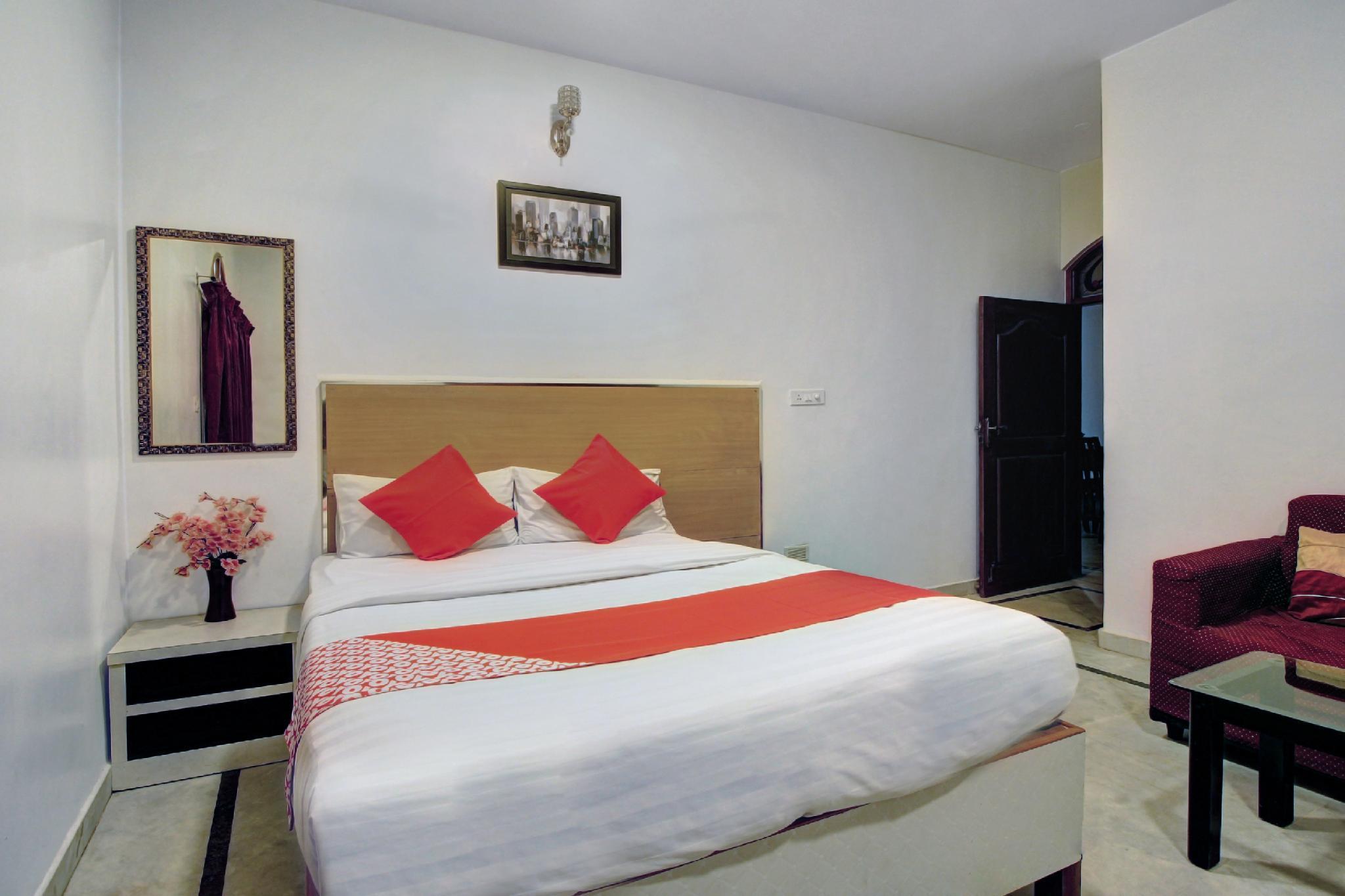 OYO 37916 Paradise Stay Inn Business Hotel