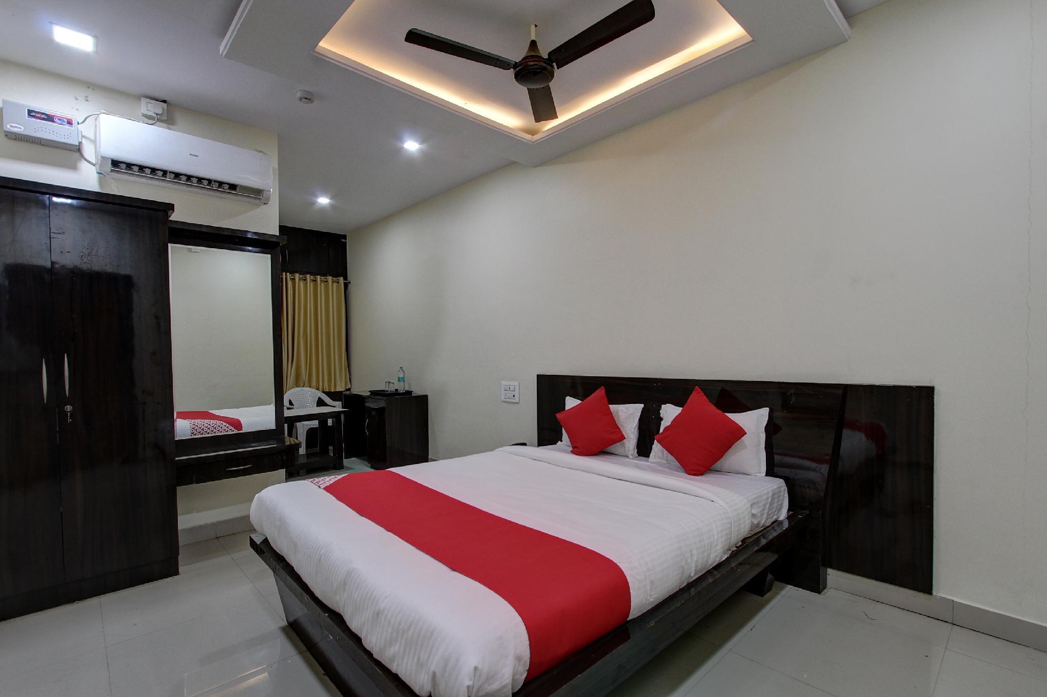 OYO 38566 Mk Hotel And Lodge