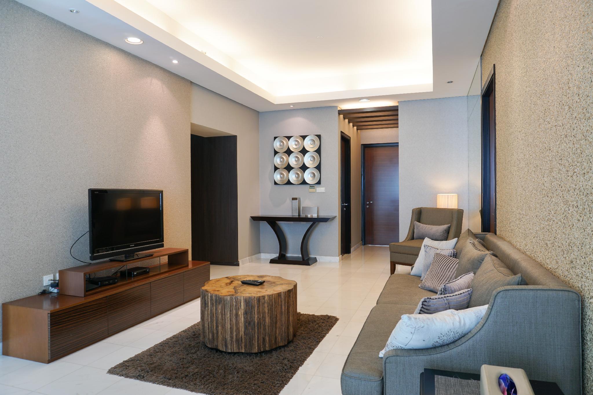 Luxury 2BR At The Peak Apartment By Travelio
