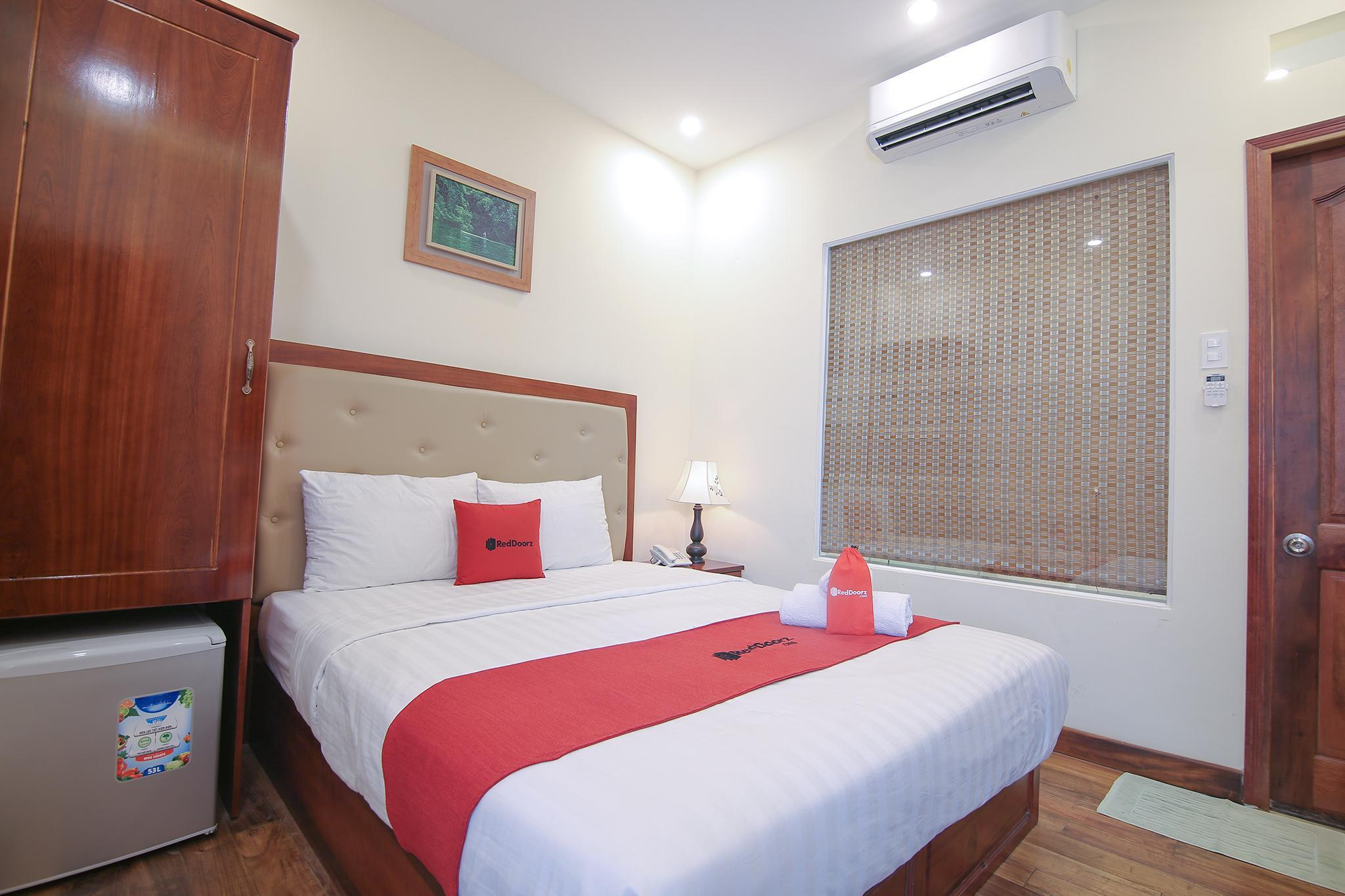 RedDoorz Premium @ Nguyen Thai Son Street