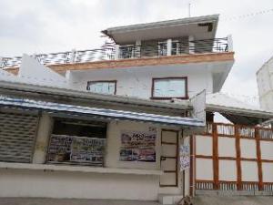 Molinas White House Resort 1