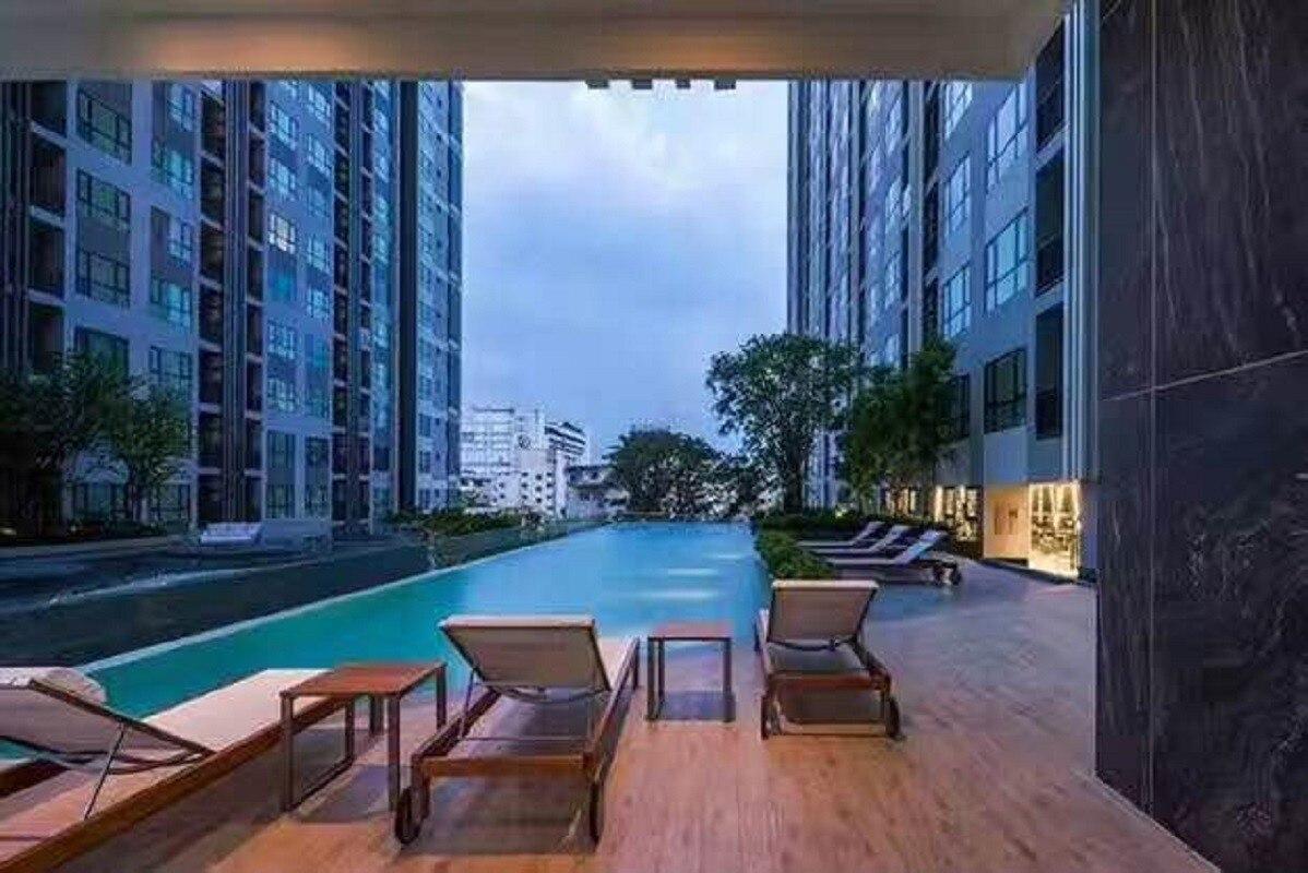 Thebase Downtown    Top Floor Infinity Pool
