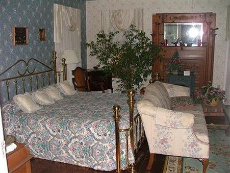 THEE HUBBELL HOUSE B&B RESORT