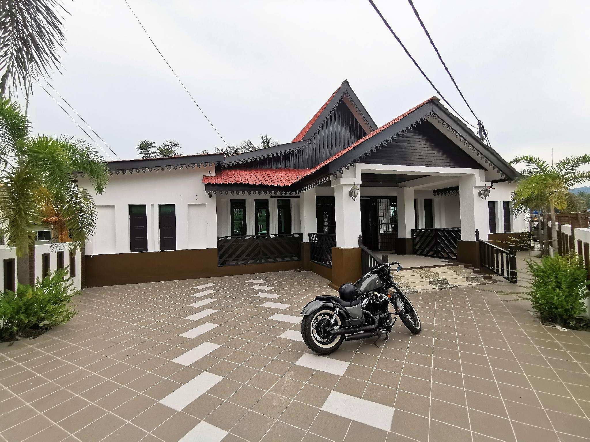 407 *The Fairview HomeStay