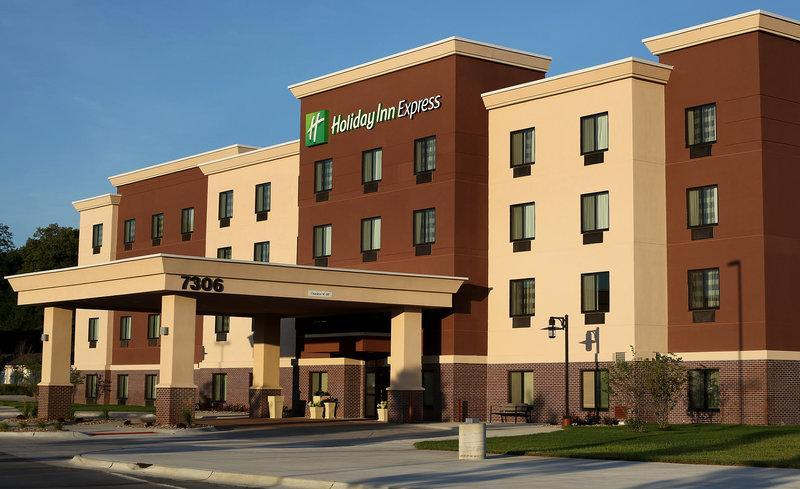 Holiday Inn Express And Suites Omaha South Ralston Arena