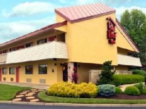 Red Roof Inn Cincinnati Northeast - Blue Ash Hotel