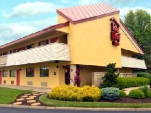 Red Roof Inn Cincinnati Northeast - Blue Ash Hotel