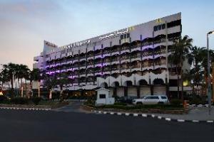 铂尔曼哈马拉酒店 (Al Hamra Hotel Managed by Pullman)