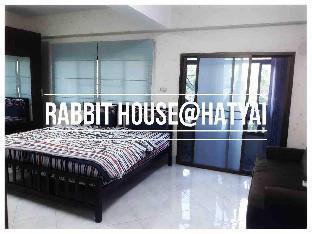 [ハジャイ市場周辺]一軒家(350m2)| 3ベッドルーム/4バスルーム Rabbit H1/near lotus 400m/wifi 200Mb /4Room[15ppl]