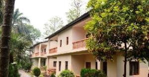 奇特旺天堂酒店 (Chitwan Paradise Hotel)