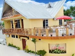 Lily Rest Maldives Guest House hakkında (Lily Rest Maldives Guest House at Maafushi)