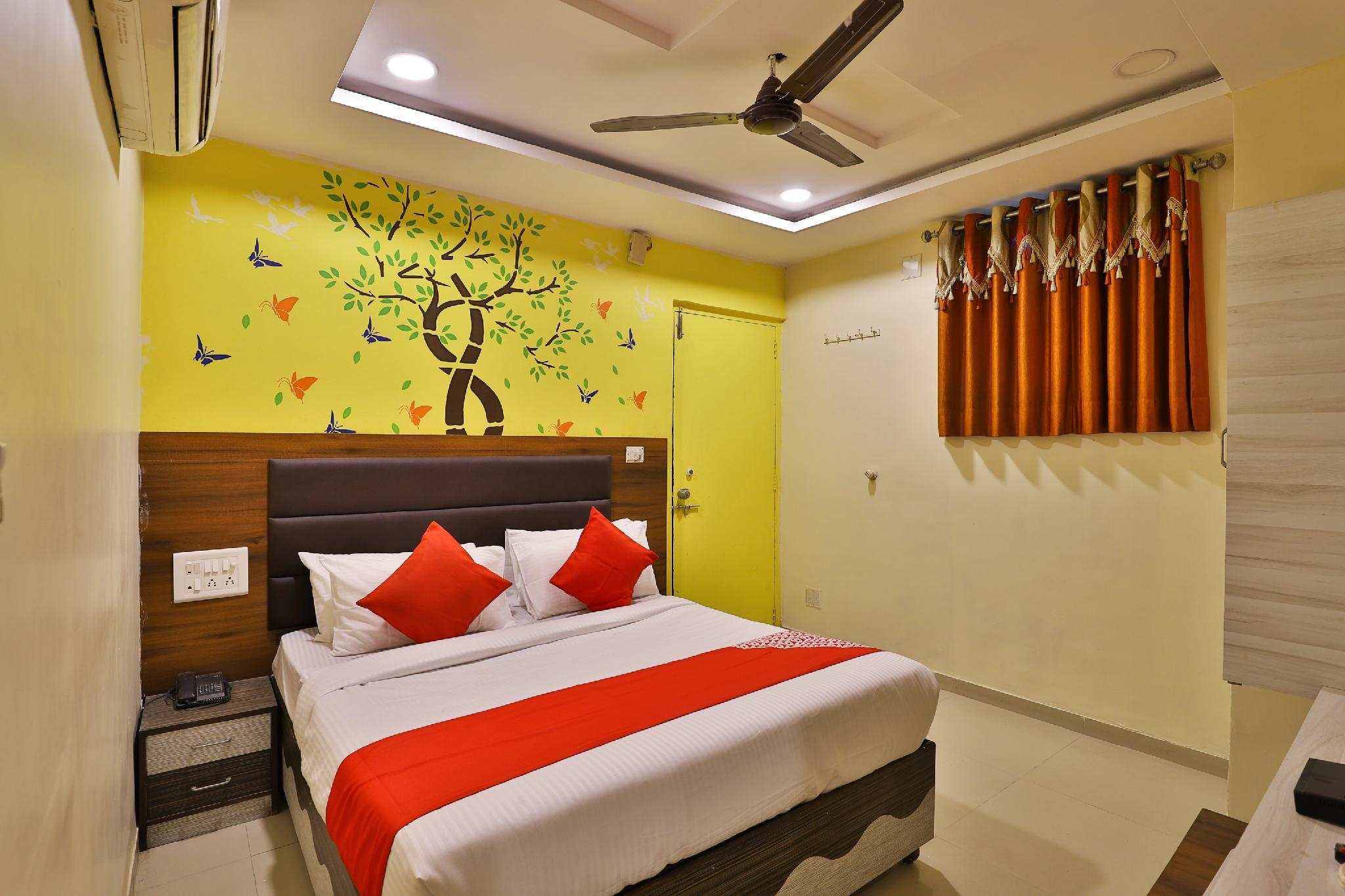 OYO 8592 Hotel Paras Palace