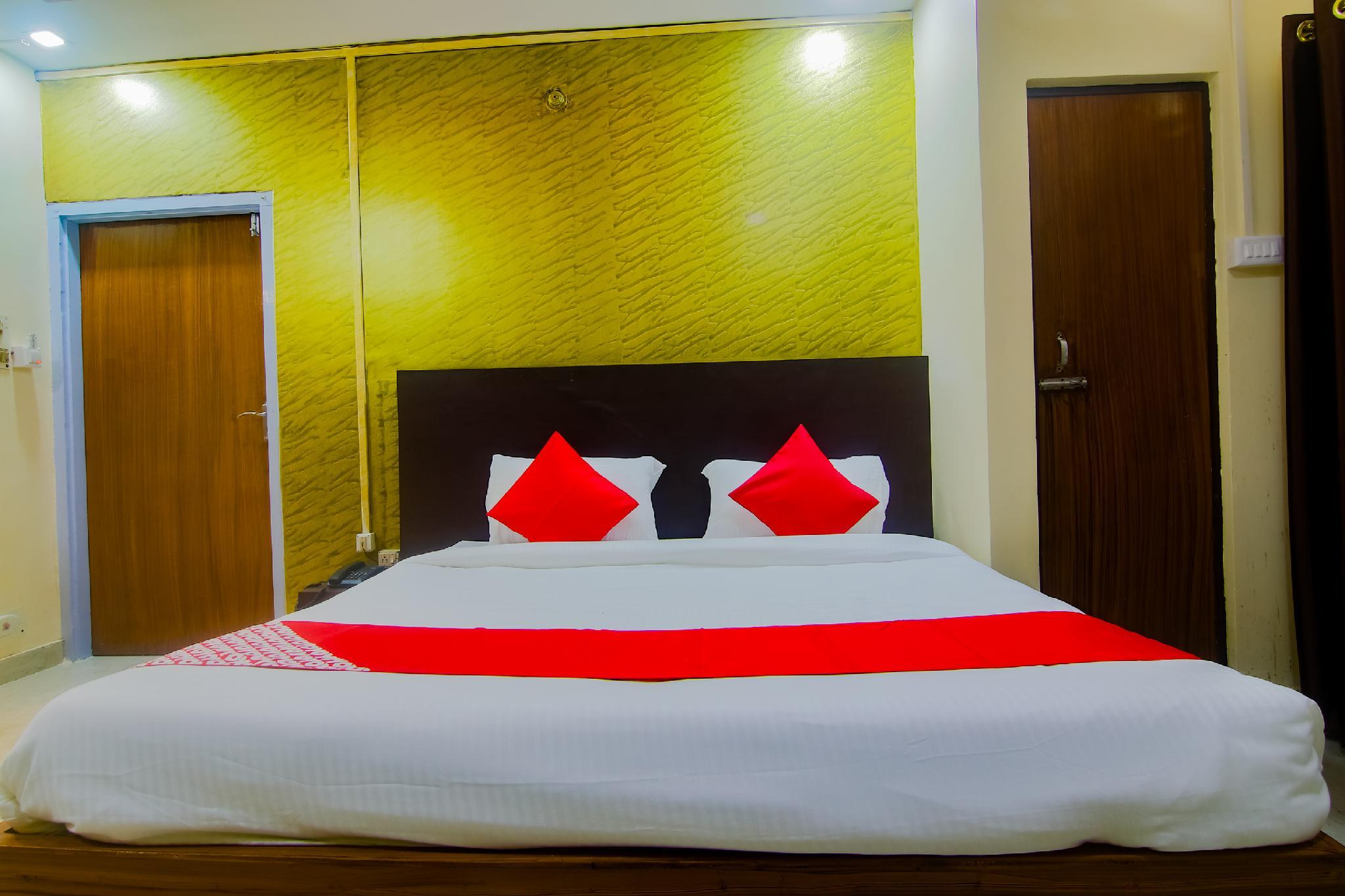 OYO Flagship 39722 Holiday Inn 2 Guest House
