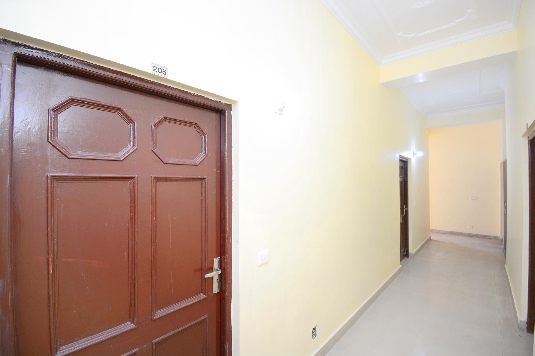 OYO 40160 Hotel Aaa