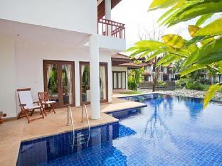 Villa Surin Beach วิลล่า สุรินทร์ บีช