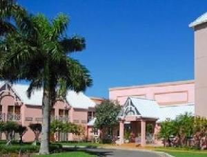 Comfort Suites Paradise Island Hotel