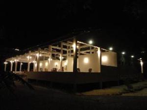 纳瓦尔酒店 (Naaval Hotel)