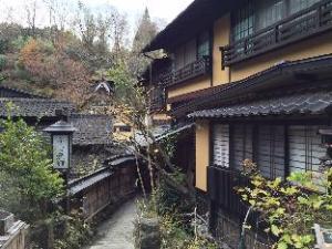 麓旅馆 (Fumoto Ryokan)