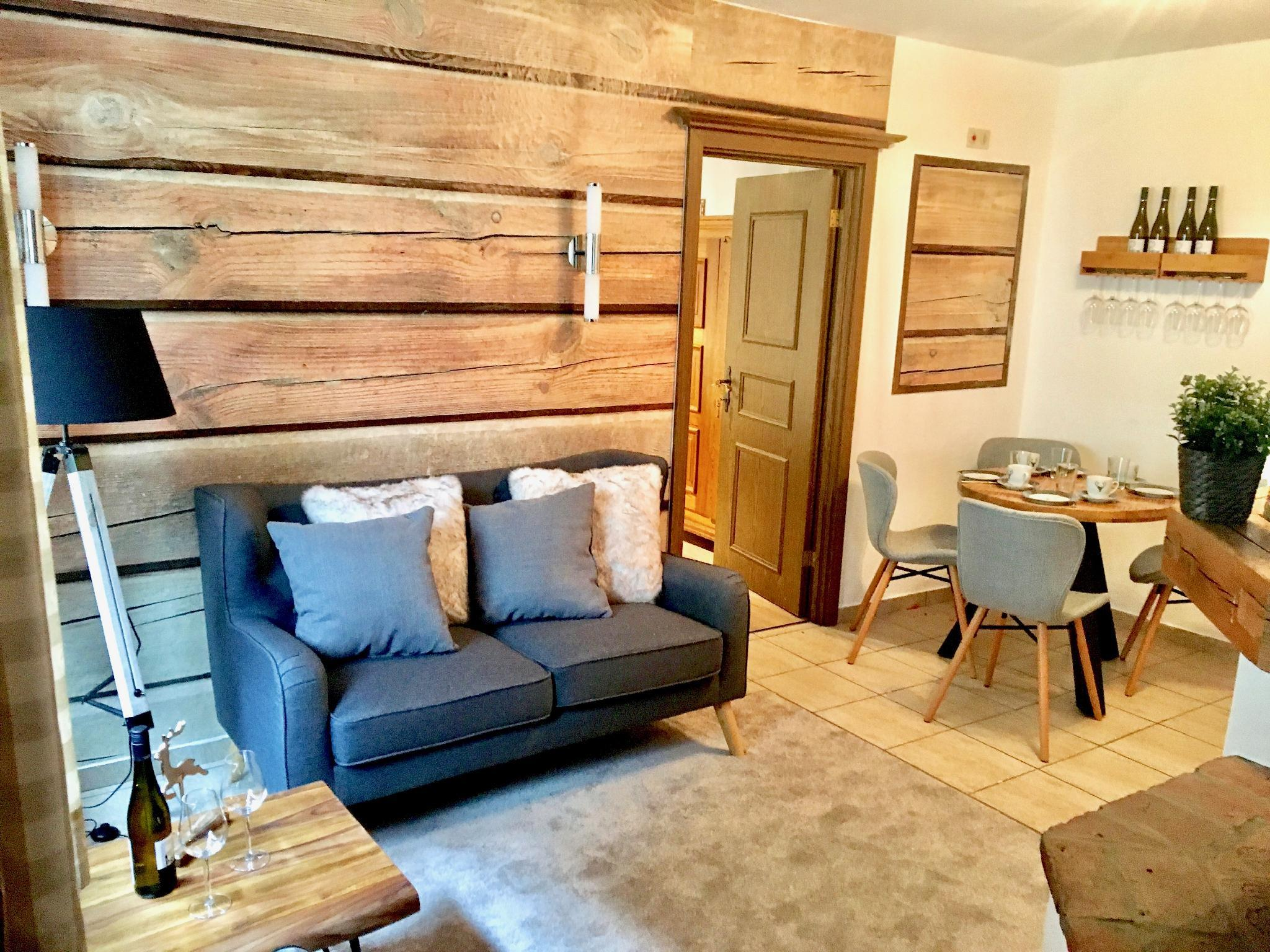 Belle Kitz New Designed 2 BR Souterrain Apartment