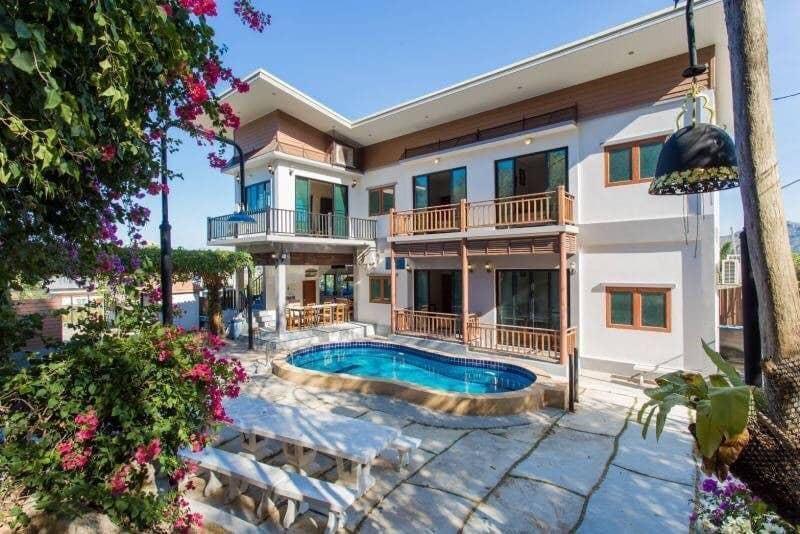 Exotic 4BR Villa L Karaoke+Pool Table 16 Pax VVH19