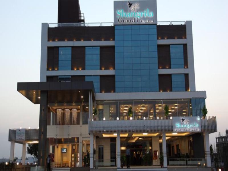 Shangri La Grand The Hotel
