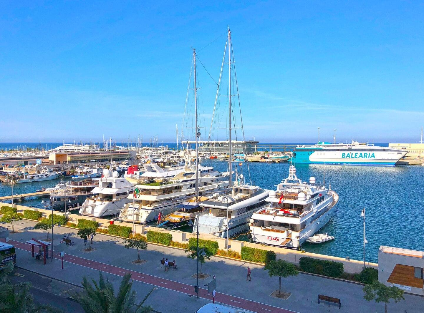 180 Sq.m. Luxury Apartment Directly By The Port