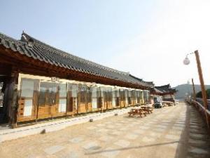 クムジョン ハノク ゲストハウス (Geumojeong Hanok Guesthouse)