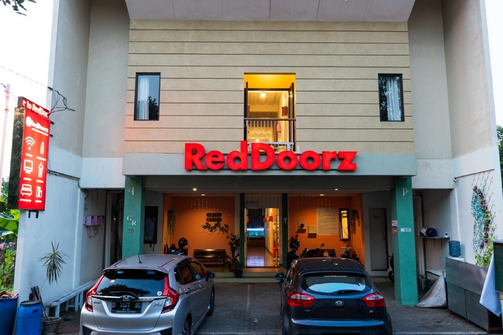 RedDoorz Syariah Near Poltekkes Semarang