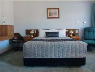 Price Bairnsdale Kansas City Motel