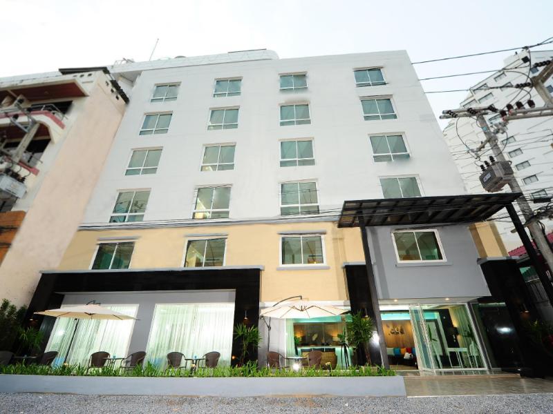 バイ ディー アット ジョムティアン ホテル