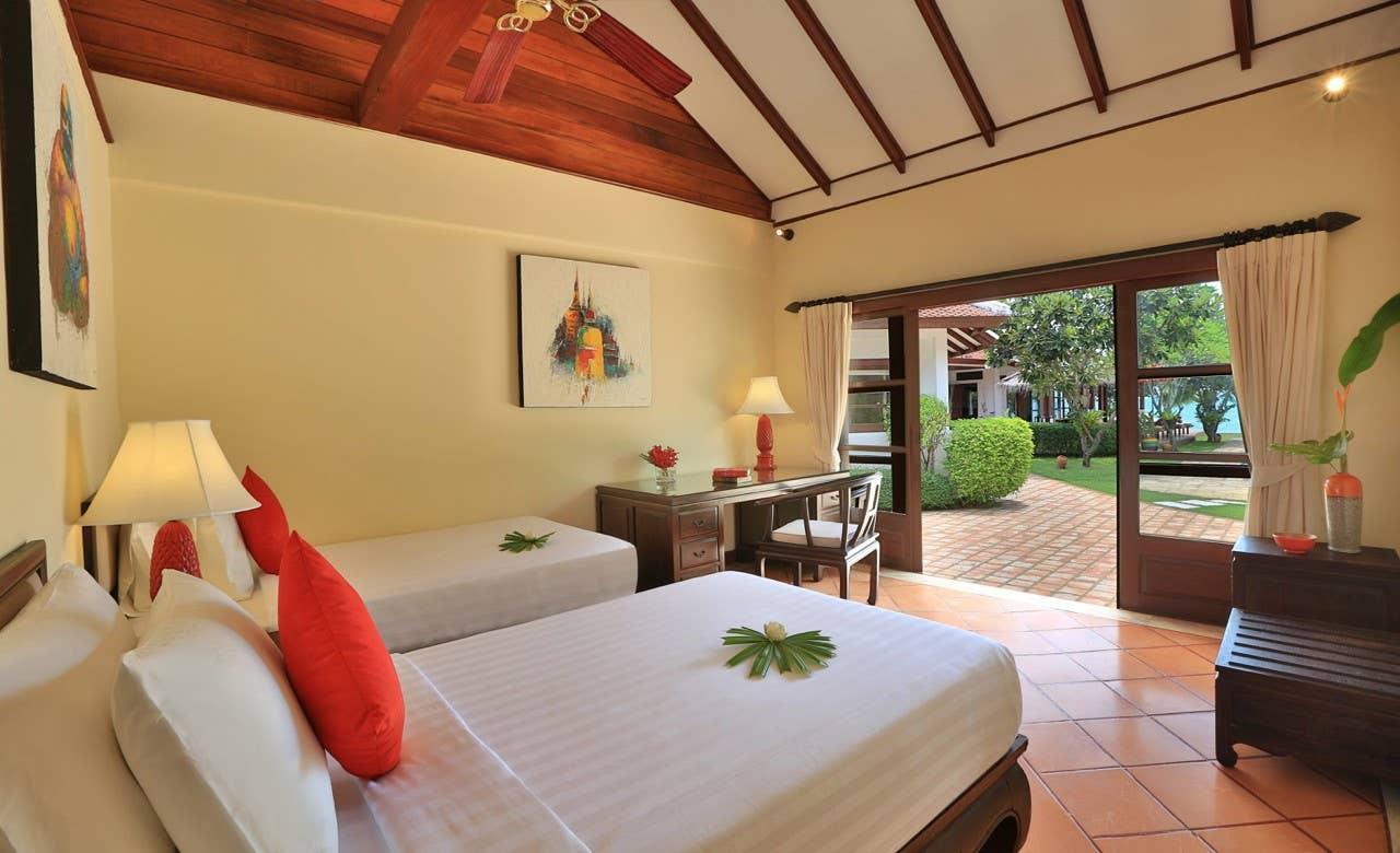 4 Bedroom Beach Front Villa Tamarina